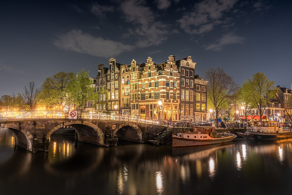 Cheap Business Class Flights From Las Vegas (LAS) To Amsterdam (AMS)